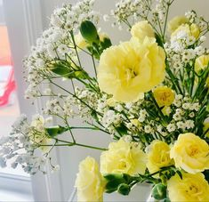 Carnation Centerpieces, Carnation Bouquet, White Carnation, Yellow Wedding Flowers, Peach Flowers, Cream Flowers, Flowers Direct, Flowers For Sale, Yellow Carnations