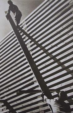 Alexandre Rodtchenko > en 1920 cherche autre medium que peinture, il fait de la photo = esthetique de répétition des formes (bcp retrouvé dans cinéma soviétique)