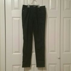 NWT Ann Taylor Loft floral pattern jeans Brand new. These jeans are so cute, however they are too big for me. Definitely a needed fashion piece that anyone could use to add to their closet. Ann Taylor Jeans Skinny
