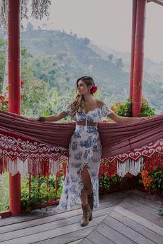 #travels #coffee #colombia #experience #valtikav #clothes #moda #modafemenina #women #flowers #fashion #viajes #trip Coffee, Flowers, Clothes, Dresses, Women, Fashion, Moda Femenina, Venice, Haciendas