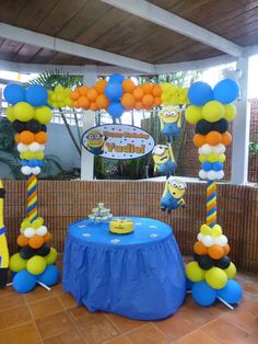 Arrangement of Assorted sized balloons // backdrop ideas ///Minions Birthday Party / despicable me Minion Theme, Minion Birthday, Despicable Me Party, Minion Party, 4th Birthday Parties, Birthday Fun, Birthday Ideas, Party Time, Decoration