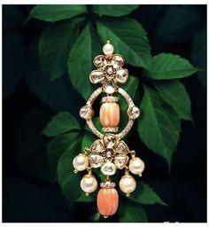 Ear Cuff Jewelry, Jewelry Design Earrings, Gold Jewellery Design, Gold Jewelry Simple, Coral Jewelry, Beaded Jewelry, Kundan Jewellery Set, Diamond Jewellery, Gold Jhumka Earrings