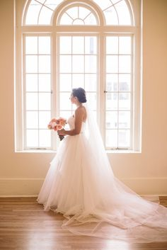 This is a window from the venue in the reception room. Gorgeous natural lighting for this shot!
