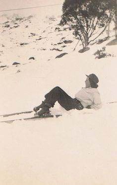 Vintage Ski Fashion – 48 Old Snapshots of Female Skiers from between 1920s-30s