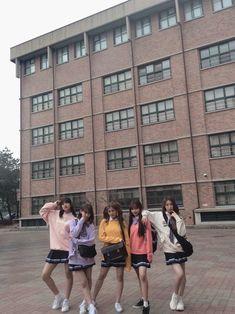 Kpop Girl Groups, Kpop Girls, Korean Best Friends, Honda, Yu Jin, Cute Anime Pics, Kim Min, Bff Pictures, 3 In One