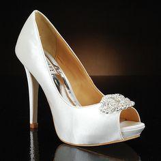 Sapatos de noiva brancos