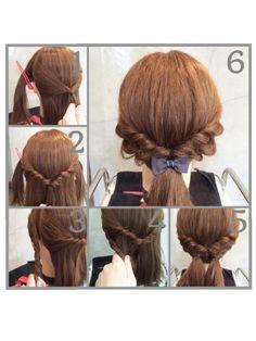 ①耳から前の髪を両サイドクリップで仮止めして、耳からすぐ後ろの髪を少しとって、後ろで結。 ②①を2回くるりんぱ。くるりんぱのところをくずす。 ③サイドの髪をねじる ④ねじった部分と後ろ半分を結ぶ ⑤逆も同じ ⑥飾りのゴムでひとつにまとめる。ねじったとこをくずしたら完成。
