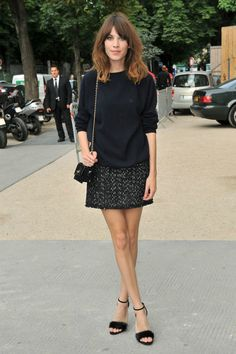 Alexa Chung strutting her stuff in Chanel. Love how she's managed to make tweed and a classic quilted bag so casual.