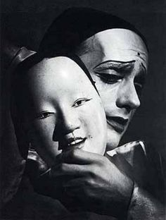 Otto Steinert, Les deux masques du Pierrot, 1949 (Click and shine forever) Otto Steinert, Robert Frank, Dark Photography, Black And White Photography, Ansel Adams, Black N White Images, Black And Grey, Pierrot, Portrait