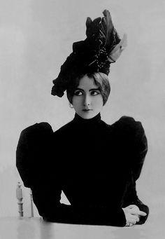 Cléo de Mérode (1875-1966). Beautiful lady in a beautiful ensemble.