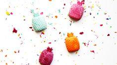 Maak met onze ananas ijsblokjesvorm zelf deze leuke krijtjes. Kijk snel op ons blog!