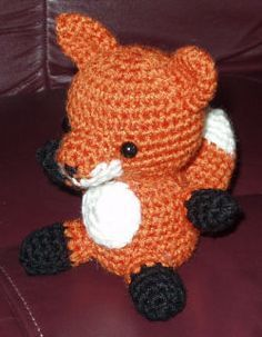 Foxy! free crochet pattern, this pattern is really easy to follow, I changed the orange to gray to make a wolf.