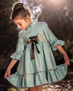 Qué maravilla de @nuysu_modainfantil,preciosa con su vestido Beautiful❤️❤️Shop online www.nuysu.com•••Si te gusta déjanos un comentario, nos importa!! Gracias!! #modaespañola #modainfantil #ropaespañola #ropainfantil #hechoenespaña #madeinspain #modaespaña #kidsstyle #niñasconestilo #spain #modainfantilchic #kidsfashion #cutekidsfashion#fashionkids #baby#babygirl#sweetbaby#babyfashion #cutekidsclub#instababy#littlebaby#modainfantilespañola #modainfantilmadeinspain