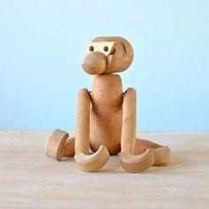 "Vintage 7"" Kay Bojesen Knock-off Wooden Articulated Wooden Monkey, Made in Japan, Scandinavian Style, Viking Toy, Mid-century Modern Animal door NewSwedenVintage op Etsy https://www.etsy.com/nl/listing/271030508/vintage-7-kay-bojesen-knock-off-wooden"
