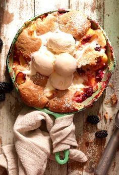 Peach Blackberry Skillet Cobbler from www.whatsgabycooking.com (@whatsgabycookin)