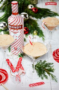 Smirnoff peppermint martini Bust out the candy canes party people. This Smirnoff Peppermint Twist Martini is the best holiday cocktail for white elephants, Christmas parties, … Vodka Drinks, Party Drinks, Cocktail Drinks, Fun Drinks, Yummy Drinks, Martini Party, Beverages, Cocktail Ideas, Martinis