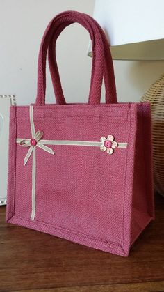 Details about Handmade Pink Jute Lunch / Gift bag, padded handles. Hessian Bags, Jute Tote Bags, Reusable Tote Bags, Jute Lunch Bags, Denim Bag, Fabric Bags, Cloth Bags, Ribbon Bows, Handmade Bags