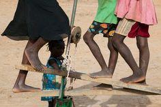 Bruno Barbey Pompage d'eau près de Ouagadougou. Burkina Faso. 2011