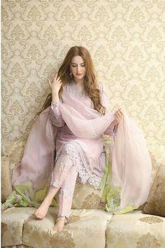 Simple Pakistani Dresses, Pakistani Bridal Dresses, Pakistani Dress Design, Pakistani Outfits, Indian Outfits, Pakistani Lawn Suits, Pakistani Girl, Indian Attire, Punjabi Suits