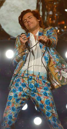 Harry Styles Lockscreen//Wallpaper//Fondo de Pantalla (Live On Tour-San Jose,CA-July Harry Styles Baby, Harry Styles Pictures, Harry Edward Styles, Beautiful Boys, Pretty Boys, Beautiful People, Beautiful Pictures, This Man, Harry 1d