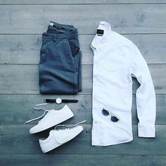 Are you wondering how to wear white sneakers for men or how to look sharp in simple jeans and casual shirt outfits? Then this 30 coolest casual street style looks is just the perfect guide you need to help you look AMAZING! Best Street Style, Men With Street Style, Casual Street Style, Man Style Casual, Casual Styles, Street Styles, Gq Style, Men Style Tips, Mode Style