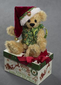 Spreading Joy - about 8 inches - German Mohair. #artistbear #artistbears #teddybear #christmas #vickylougher Toy Corner, Teddybear, Bears, German, Gift Wrapping, Joy, Artist, Christmas, Handmade