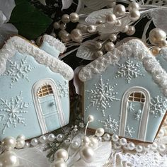Brrr - snowy cookie house by Teri Pringle Wood . - Brrr – snowy cookie house by Teri Pringle Wood - Christmas Sugar Cookies, Christmas Sweets, Noel Christmas, Holiday Cookies, Christmas Baking, Gingerbread Cookies, Italian Christmas, Christmas Ornaments, Fancy Cookies