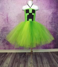 *Abby Halloween SALE Minecraft Creeper Tutu Dress Costume Size 1 by… Minecraft Outfits, Minecraft Costumes, Minecraft Party, Minecraft Stuff, Minecraft Clothes, Minecraft Crafts, Easy Diy Costumes, Tutu Costumes, Cosplay Costumes