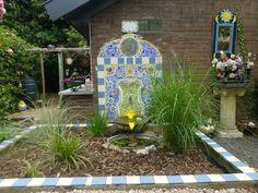 Fontein met mijn mozaïek Paint Pens, Mosaic, Arch, Outdoor Structures, Painting, Painting Art, Paintings, Mosaics, Painted Canvas