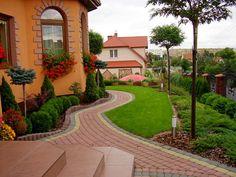 Ogrody Kielce.Greenpoint ogrody.Projektowanie Ogrodów.Zakładanie Ogrodów.Róże w Ogrodzie.Przedogródek. Garden Art, Garden Design, House Design, Back Garden Landscaping, Landscaping Ideas, Paver Pathway, Front Gardens, Ranch Style Homes, Outdoor Spaces