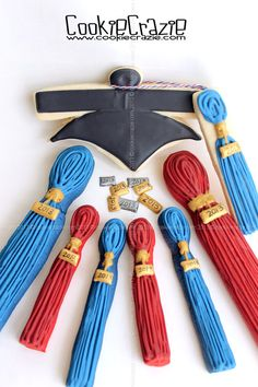 Graduation Tassel Cookies (Tutorial)
