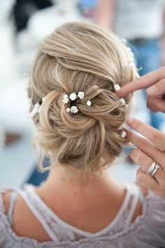 Coiffure mariage : vorbereitung - Weddings: Dresses, Engagement Rings, and Ideas Bridal Hair Updo, Bridal Hair And Makeup, Wedding Updo, Hair Makeup, Wedding Makeup, Bride Makeup, Fancy Hairstyles, Bride Hairstyles, Hairstyle Ideas