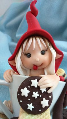 Polymer Clay Fairy, Polymer Clay Ornaments, Polymer Clay Christmas, Polymer Clay Projects, Christmas Candy Crafts, Diy Christmas Mugs, Clay People, Biscuit, Clay Cup