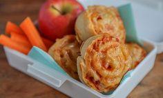 Kyllingfilet med crème fraîche og pasta i panne er spesialtilpasset barna. Lett å like, og enkel å lage! Creme Fraiche, Appetisers, Finger Foods, Apple Pie, Macaroni And Cheese, Nachos, Food And Drink, Pizza, Meat