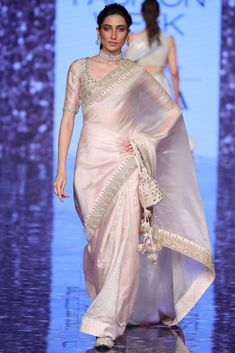 Trendy Sarees, Stylish Sarees, Fancy Sarees, Party Wear Sarees, Saree Designs Party Wear, Indian Fashion Dresses, Indian Designer Outfits, Indian Outfits, Ethnic Fashion