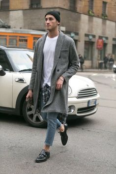 This slouchy, unstructured coat over a simple white t-shirt with a flannel shirt tied casually around the waist over a pair of skinnies is just perfect - all in all, a great crossing the road outfit. #MensStreetStyle #WWYF Niclas von Schedvin