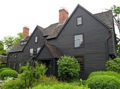 25 Gorgeous Black House Exterior Design Ideas For Inspiration Black House Exterior, Exterior House Colors, Exterior Design, Exterior Paint, Grey Exterior, Dark House, Brown House, Dark Grey Houses, Modern Rustic Homes