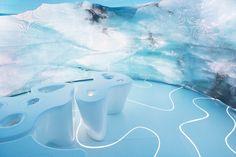 Glacial Environment for Swarovski  Au Design Miami 2014, l'artiste américaine Jeanne Gang a conçu un environnement polaire et glacial pour la marque Swarovski. L'installation « Thinning Ice » utilise les formes et l'imagerie des icebergs pour rappeler l'identité visuelle de la marque, les cristaux des pierres et diamants ainsi qu'inviter les visiteurs à discuter sur la fonte des glaces.