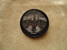 Brooch made of genuine leather with a picture of a cute raccoon, made with acrylic paints, won't leave anyone indifferent ... Size - 5.5 cm in diameter