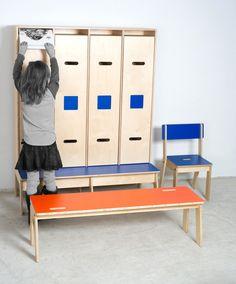 Kinkeli-wardrobe, Kinkeli-bench og Kinkeli-sit.