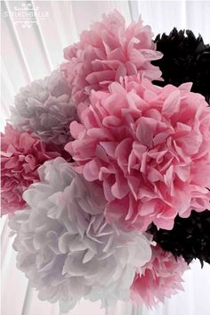 Agrupa pompones de papel para un decorado espectacular / Group paper pompoms for a spectacular decoration