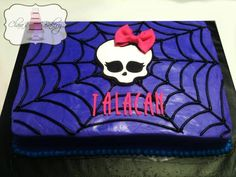 Easier Monster High birthday cake to make. The skill is in the icing, as is the skull. Bolo Monster High, Cumple Monster High, Monster High Birthday Cake, Monster High Party, 5th Birthday Party Ideas, It's Your Birthday, Halloween Birthday, Birthday Cakes, Cute Cakes