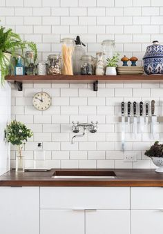Metro tiles are dead on trend; bringing a sense of originality mixed with a quirky urban feel. Used with grey grout, metro tiles stand out as a feature to any kitchen.