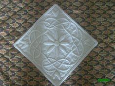 """Petit boutis carré """" Blanc et gris"""" 20/20 cm : Textiles et tapis par nanou13"""