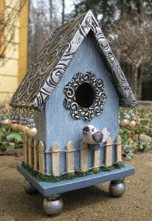 The surrounding metal flower around the entrance is punched with a circle punch then die cut with a flower and then run through an embossing folder by Quickutz. Pewter Art, Bird Houses Painted, Painted Birdhouses, Birdhouse Designs, Bird Aviary, Bird Boxes, Garden Crafts, Fairy Houses, Bird Cage
