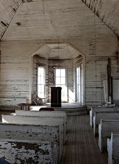 abandoned church, would love to make some kind of store in an old building like this,,,love old churches! Abandoned Churches, Old Churches, Abandoned Mansions, Abandoned Places, Abandoned Cars, Architecture Religieuse, Old Country Churches, Country Barns, Church Interior