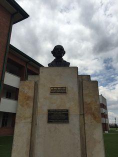 """Busto a Juan Pablo Duarte y Diez. Fundador de la República Dominicana en la Escuela Militar de Cadetes """"General José María Córdova"""" (ESMIC) del Ejército de Colombia. Bogotá- Colombia"""