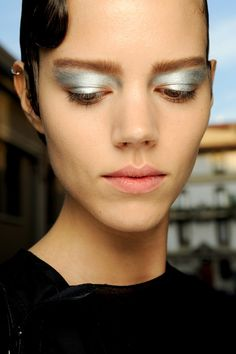 Hot Fall/Winter Makeup Trend   Metallic Eyes