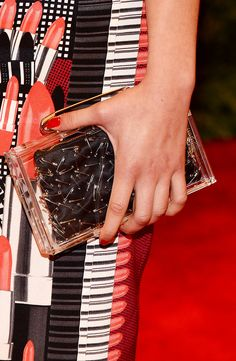 Met Gala alfombra roja accesorios inspiracion Punk Chaos to Couture - Morgan Saylor