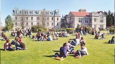 QS dünya üniversiteler sıralamasında geriledik: LONDRA merkezli yükseköğretim derecelendirme kuruluşu QS üniversiteleri araştırma öğretim kalitesi iş imkânı sunabilme ve uluslararasılaşma kriterlerine göre değerlendirerek oluşturduğu Dünya Üniversiteleri Sıralaması 2016-2017yi açıkladı.